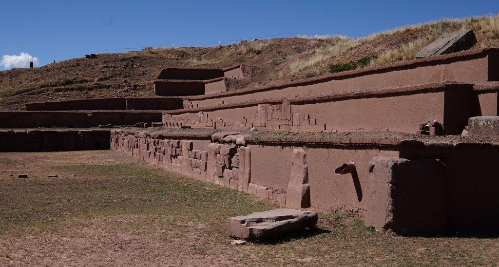 Sito archeologico Tiahuanaco, Piramide Akapana piscina a forma di Croce Andina o Croce del Sud