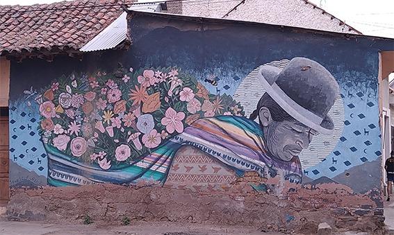 La Paz's cholita, la senora de La Paz Licuado Fitz murales Cochabamba